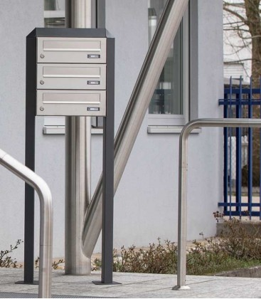 Free standing multiple mailbox, stainless steel, 3 horizontal boxes